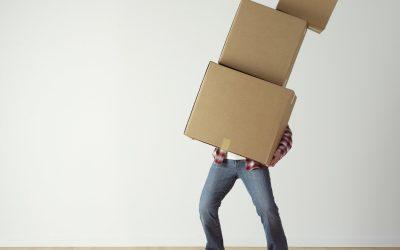 Lån gratis flyttekasser hos R&H – flyt og undgå papirspild.